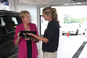 Customers check in with wiAdvisor as they pull into Mopar servic