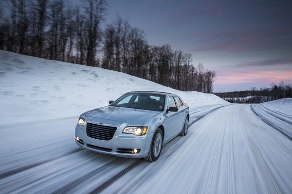 2013-chrysler-300--glacier-edition(1)-600-001