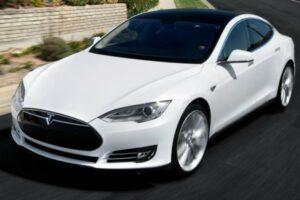 2014 Tesla Model S (Credit: Tesla Motors)